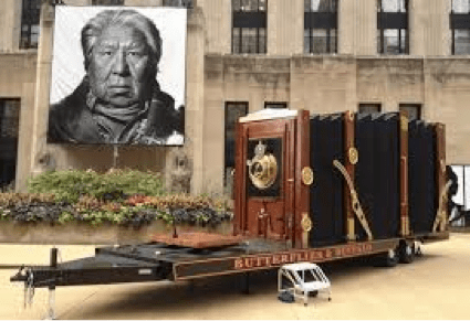 Manarchy to take his giant still camera on the road