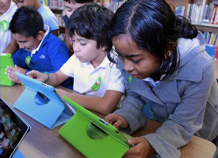 Chicago launches free high-speed internet to CPS students