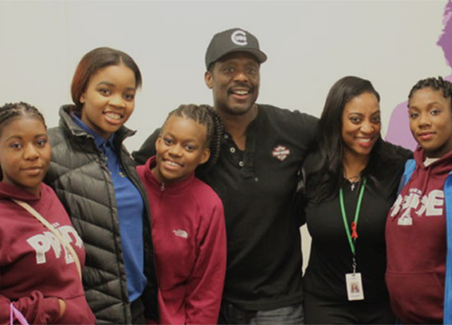 Chicago Fire's Eamonn Walker is mentoring Chicago kids