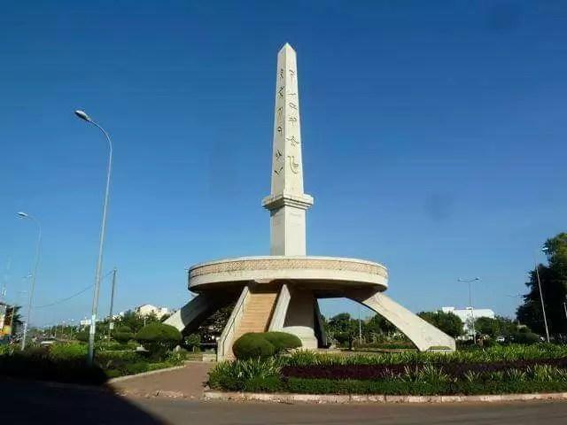 """Mali : Que savez-vous du """"Bougie Ba"""", le monument aux idéogrammes ?"""