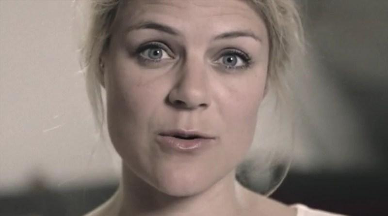 """Johanne Schmidt-Nielsen er gæst i det første af tre programmer på DR2 med titlen """"Ti stille, kvinde"""". Billede fra YouTube.com"""