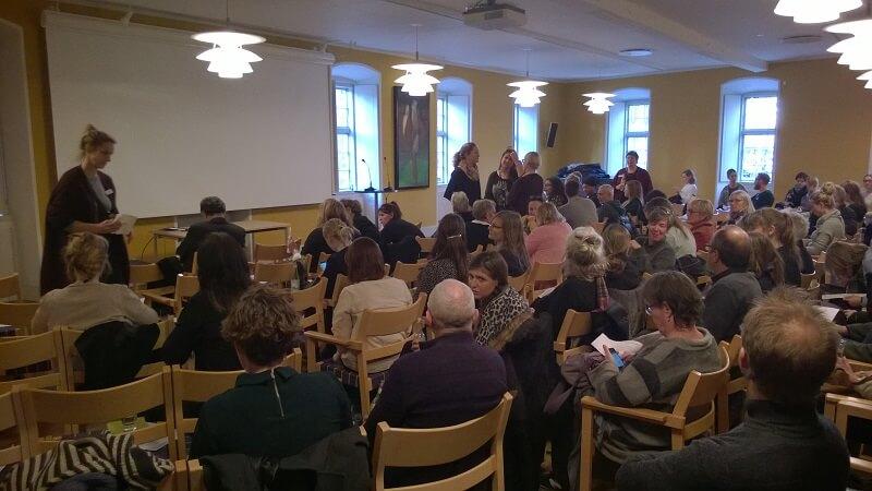 Mere end 100 var mødt op til seminar om partnervold mod mænd i København den 6. december. Billede: Reelligestilling.dk.