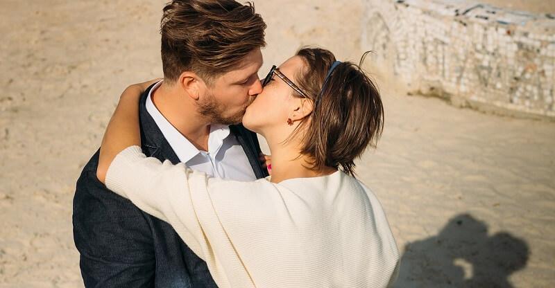 Nogle mænd lyver om deres politiske holdninger for at få succes på datingmarkedet. Fænomenet kaldes 'wokefishing'. Billede: Pixabay.com.