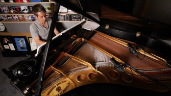 SCORE_A_FILM_MUSIC_DOCUMENTARY_Renowned_film_composer_Harry_Gregson_Williams_at_the_piano_Photo_by_Kenny_Holmes[1]