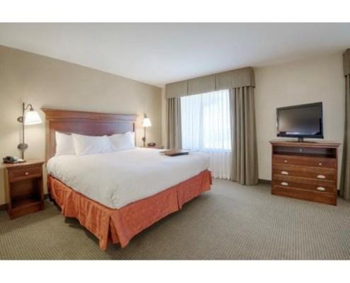 Hampton Inn & Suites Room in Pinedale, Wyoming.