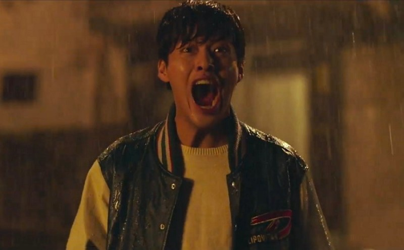 Forgotten's main character, Jin-seok, screaming in the rain.