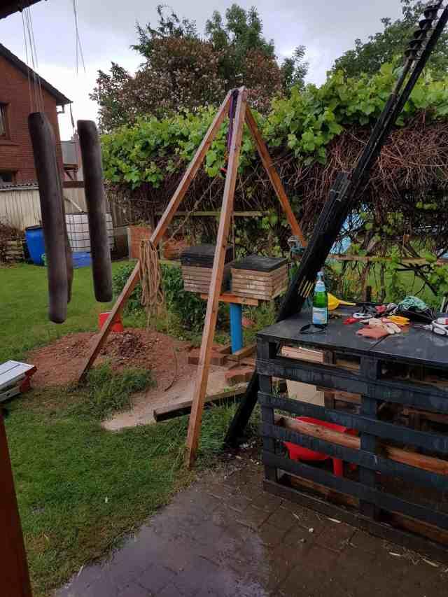 Brunnenbau Brunnen bohren Dreibein Brunnenrohr