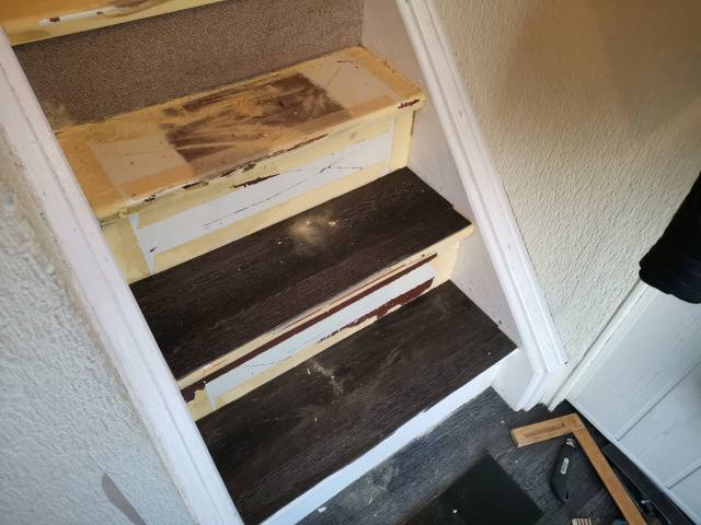 Treppe mit Vinyl verkleiden