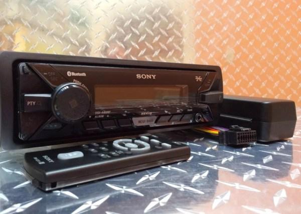 Auto Estéreo Universal Sony Dsx-a400bt Bluetooth Usb Con 4 Bocinas 6.5 B1