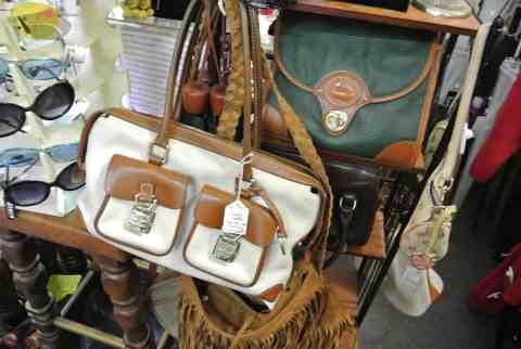 Lots of vintage purses!