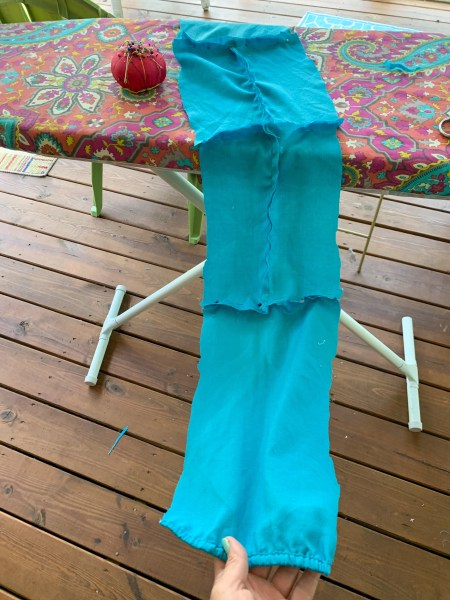 pinning sleeve fragments to make sash
