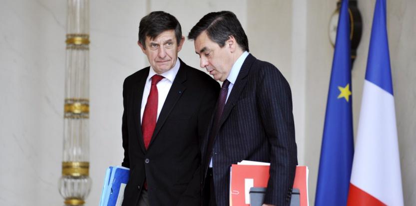 François Fillon, alors Premier ministre, et Jean-Pierre Jouyet, alors ministre des Affaires européennes, le 12 novembre 2008. (GERARD CERLES / AFP)