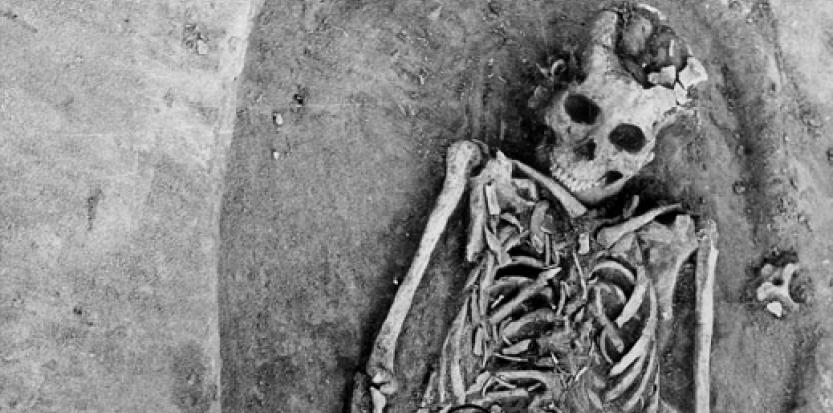 Squelette la plus ancienne preuve d'un accouchement ayant entraîné la mort de la mère et de l'enfant ©Antiquity