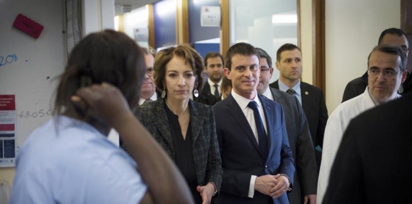 Marisol Touraine et Manuel Valls visitent l'hôpital de la Pitié-Salpétrière en février (MARTIN BUREAU / POOL / AFP)