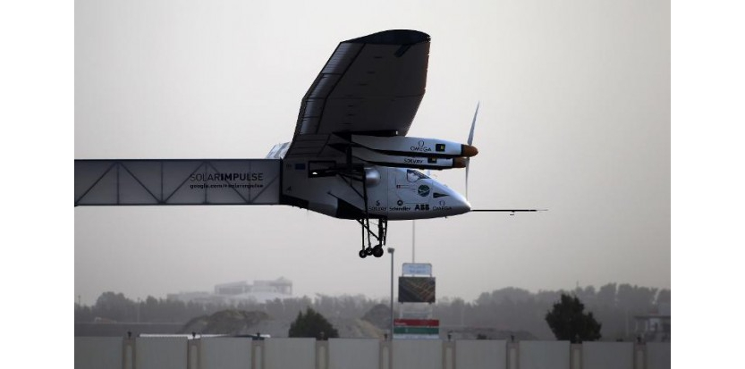 Solar Impulse 2 au décollage le 9 mars 2015 à Abou Dhabi  (c) Afp