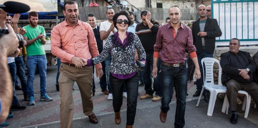 Arrivée de la candidate Haneen Zoabi pour un meeting, dans une petite ville de Galilée.  (Sébastien Leban /