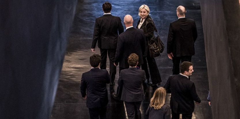 Strasbourg, le 11 mars. Marine Le Pen, Florian Philippot et la délégation FN sortent de l'hémicycle. (Pascal Bastien/Divergence pour