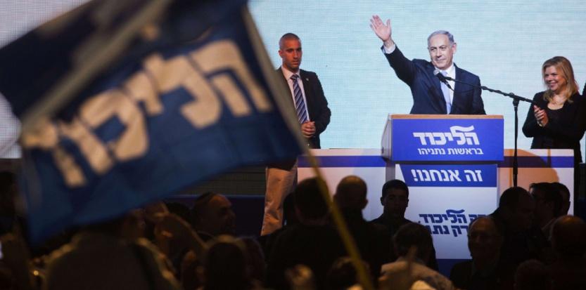 Le Premier ministre Benjamin Netanyahou remercie les militants après la victoire du Likoud aux élections législatives israéliennes, le 18 mars 2015.  (Dan Balilty/AP/SIPA)