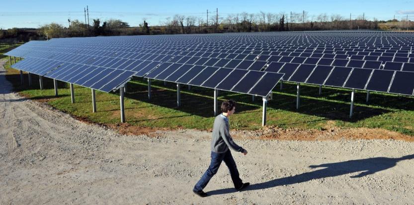 La première centrale solaire photovoltaïque au sol en France métropolitaine, à Lunel. (AFP PHOTO PASCAL GUYOT)
