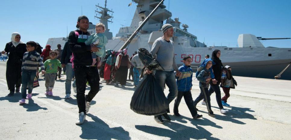Des migrants débarquent en Sicile (Italie) le mercredi 22 avril, après avoir été secourus par la marine italienne (Carmelo Imbesi/AP/SIPA)