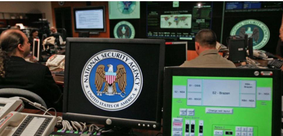 Un poste de travail à la NSA. (PAULJ.RICHARDS/AFP)