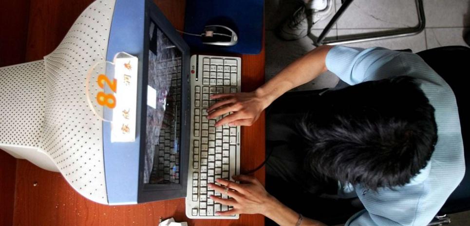 Passer trop de temps sur Internet affaiblirait notre système immunitaire. ©GREG BAKER/AP/SIPA