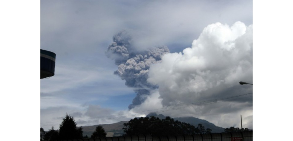 La colonne de cendres dégagée le 14 août 2015 par le volvan Cotopaxi, en Equateur, s'est élevée jusqu'à huit kilomètres de hauteur (c) Afp