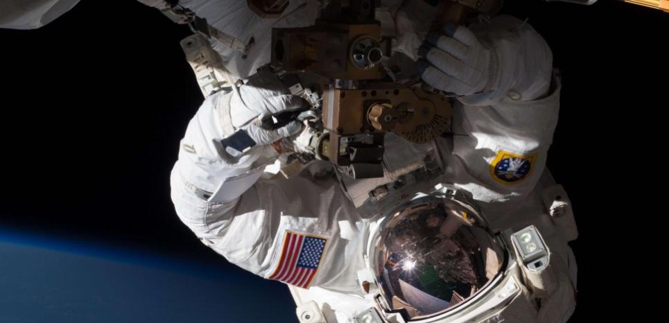 L'astronaute de la NASA Chris Cassidy participe à une activité extravéhiculaire sur la Station spatiale internationale. © CB2/ZOB/WENN.COM/SIPA