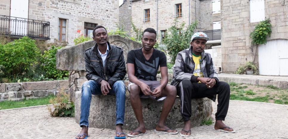 """Ces trois réfugiés soudanais ont quitté la """"jungle"""" de Calais pour s'installer à Peyrelevade en attendant que leur demande d'asile soit examinée. Pieter-Jan Louis"""