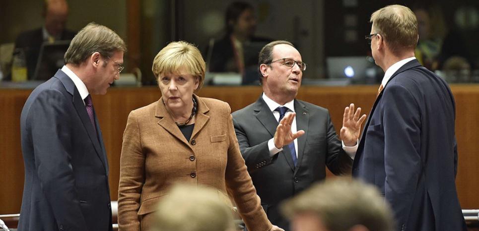 Angela Merkel et François Hollande s'entretiennent avec les premiers ministres portugais et finlandais. (Sipa)