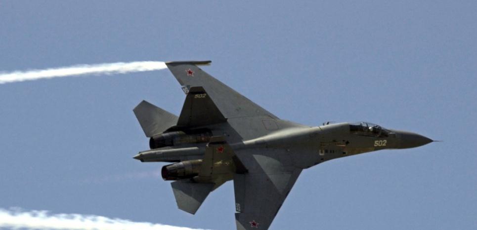 Un avion Sukhoi 30 semblable à ceux qui ont survolé le territoire turc ce week-end. (FREDERICK FLORIN / AFP)
