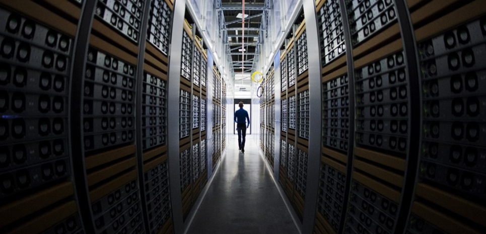 Dans le data center de Facebook en Suède (JONATHAN NACKSTRAND / AFP)