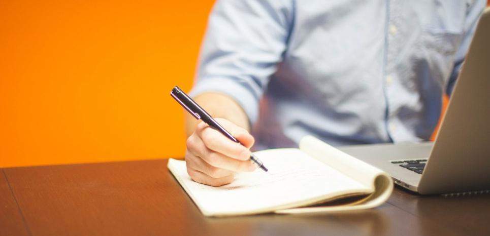 Parmi les symptômes les plus fréquents, un besoin de travailler en permanence et une sensation de manque lors des interruptions de travail. © Creative Commons