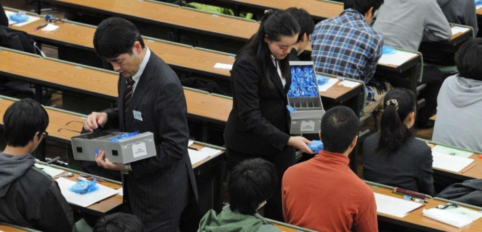 Préparation aux concours d'entrée à l'université de Tokyo en janvier 2014. Kotaro Numata/AP/SIPA