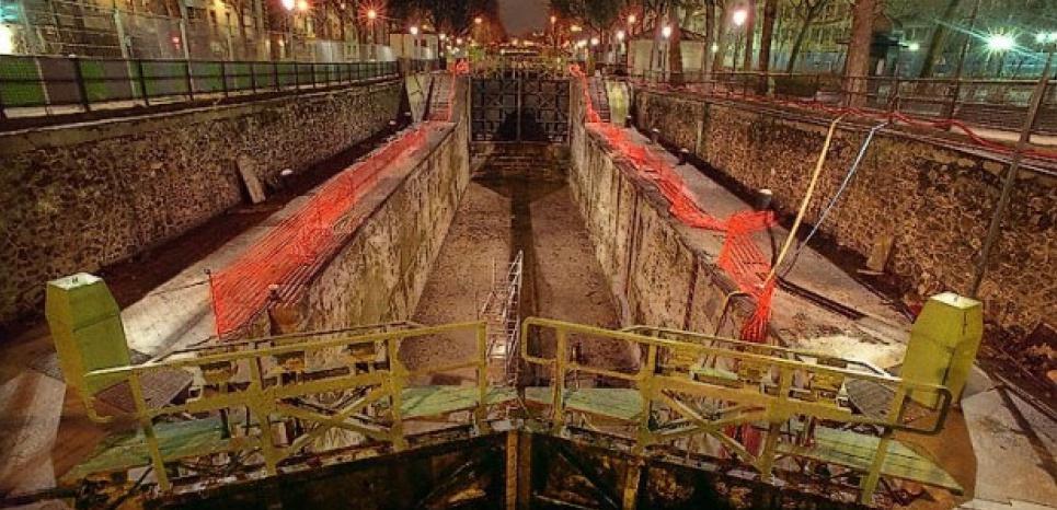 Chômage du Canal Saint-Martin en 2001. (Tous les Xe)