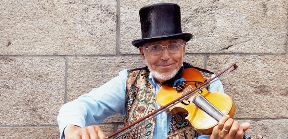 Nantes : plus de 200 personnes se cotisent pour un violoniste de rue