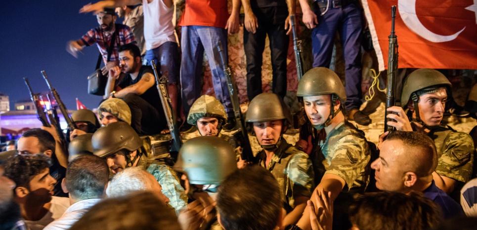 Tentative de coup d'Etat en Turquie : au moins 60 morts, le parlement bombardé