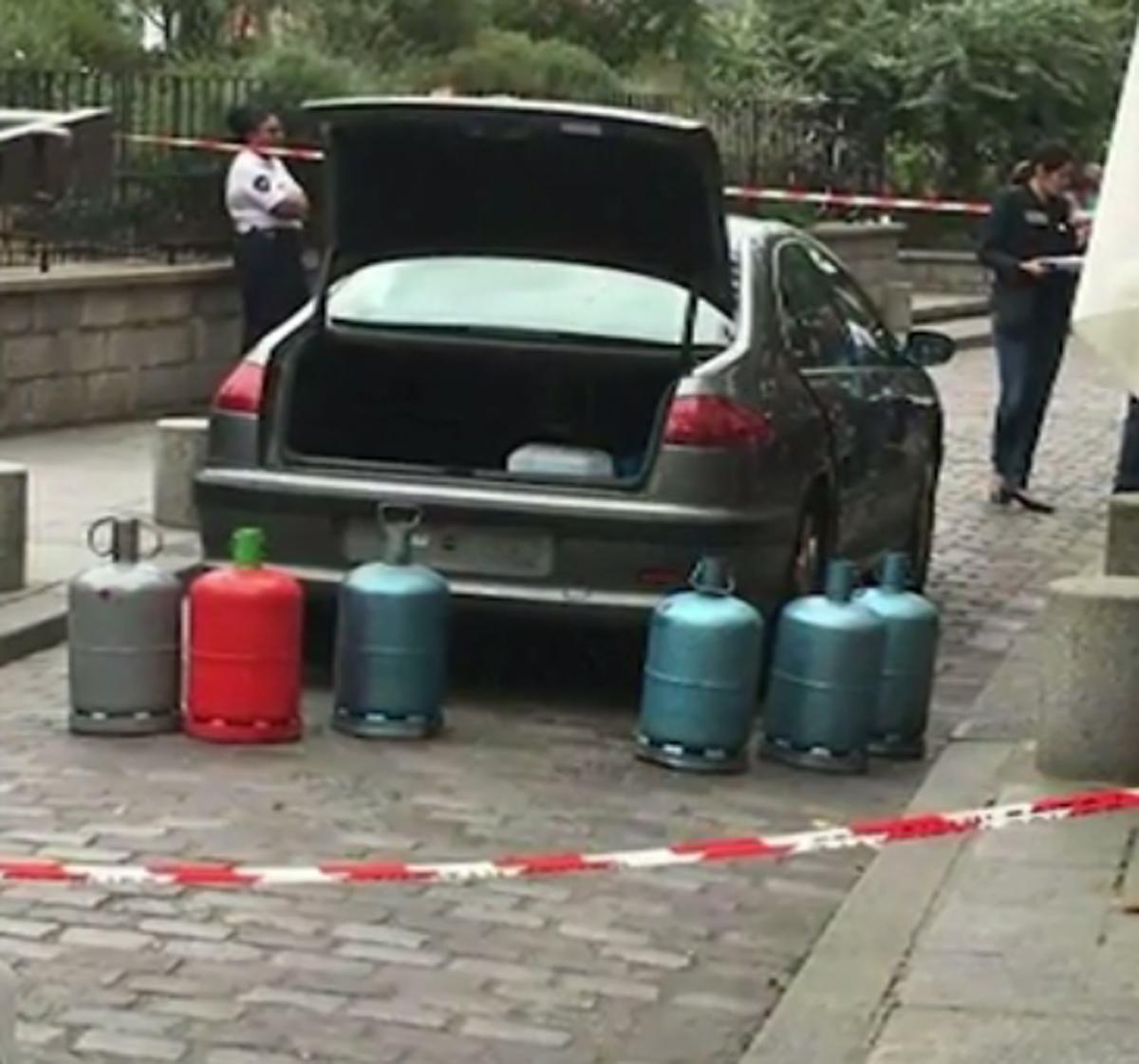 La Peugeot 607 et ses bouteilles de gaz (Capture d'écran/BFMTV)
