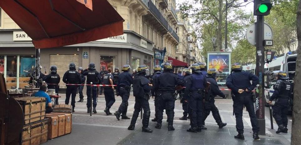 """""""Fausse alerte"""" terroriste dans le centre de Paris : ce que l'on sait"""