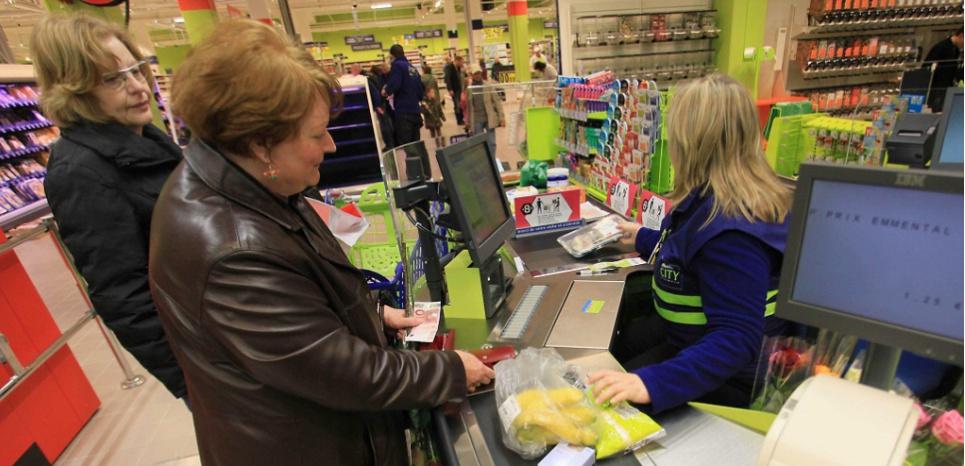Une caissière fait une fausse couche à son poste et accuse Auchan