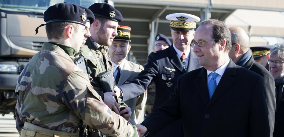 """Le """"chef de guerre"""" Hollande plaide pour un budget Défense à 2% du PIB d'ici 5 ans"""