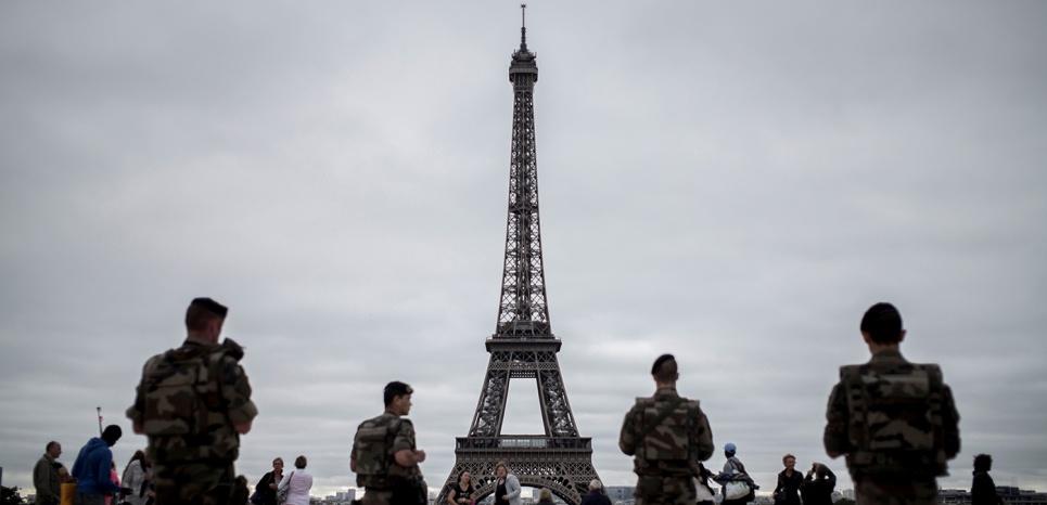 """Sara, 16 ans, projetait de faire """"sauter la tour Eiffel"""" avec son petit ami"""