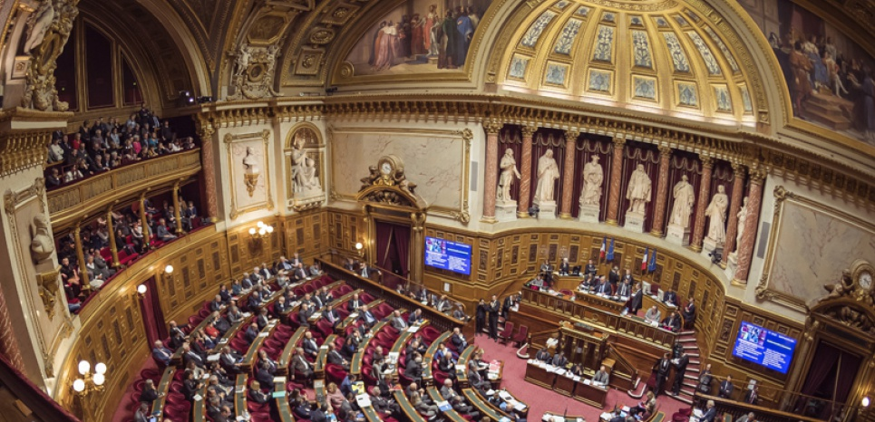 Un système d'emplois fictifs mis au jour au groupe UMP du Sénat