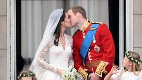 Mariage Kate William Baiser au balcon