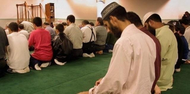 Dans une mosquée de Bridgeview (Illinois), le 13 septembre 2001.  (John ZICH / AFP)