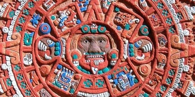 Détail d'une pierre sculptée Aztèque représentant un calendrier des saisons. Ancheta Wis