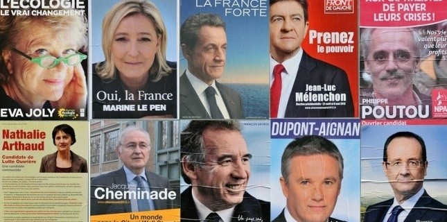 Montage des affiches électorales des 10 candidats pour le 1er tour de la présidentielle de 2012. (Maxppp/PHOTOPQR/OUEST FRANCE/Daniel FOURAY)