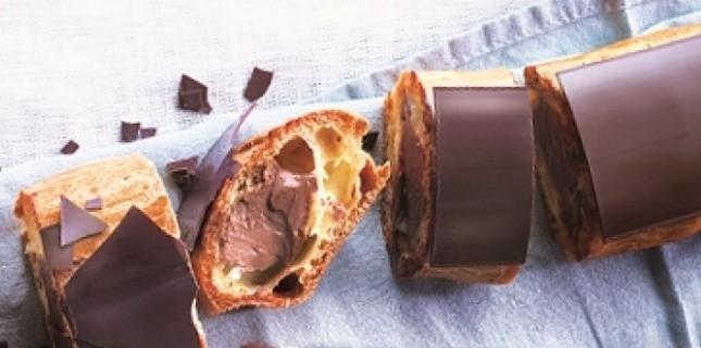 """Eclair au chocolat géant de Eric Frechon - Extrait de """"A partager!"""" , Eric Frechon & Clarisse Ferreres chez Solar © Valéry Guédès/Solar"""