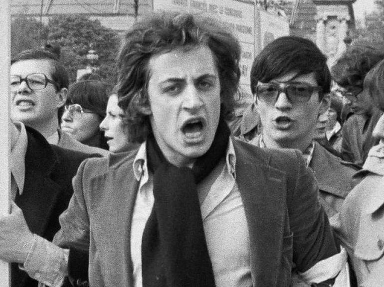Nicolas Sarkozy lors d'une manifestation antigréviste, en 1976 à Paris