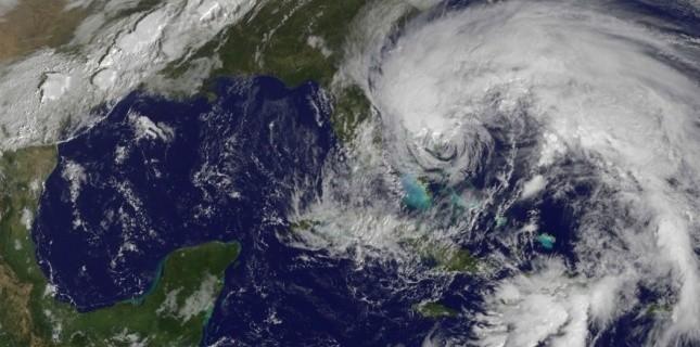 L'ouragan Sandy se rapproche de la côte est des Etats-Unis . (NASA GOES Project)